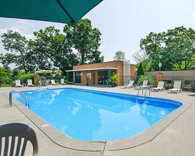 Quality Inn - Lewisburg - Pool