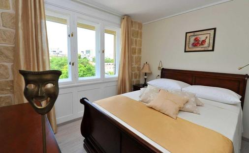 Palace Queen Mary Luxury Rooms - Split - Bedroom