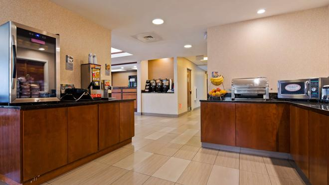 Best Western Plus Louisville Inn & Suites - Louisville - Buffet