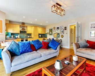 Causeway Coast Haven - Ballycastle - Living room