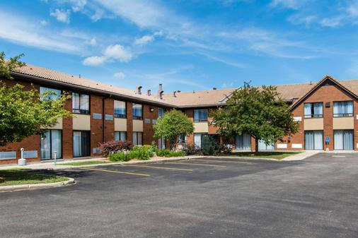 Comfort Inn - Huntsville - Building