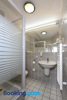 Lat Hotel & Apartmenthaus Berlin - Eisenhüttenstadt - Bathroom