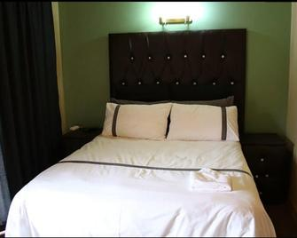 Nmb Guest House - Ermelo - Bedroom