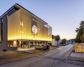 Hotel Gasthof Fischer - Wels - Gebouw
