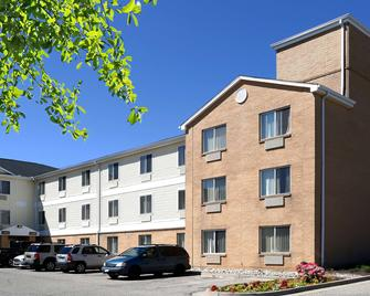 Extended Stay America - Cincinnati - Blue Ash - Kenwood Road - Blue Ash - Building