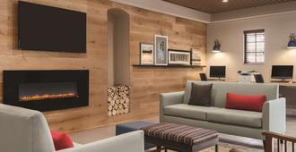Country Inn & Suites by Radisson, Hoffman Estates - Hoffman Estates - Living room