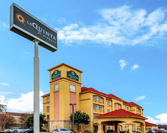 La Quinta Inn & Suites By Wyndham Dfw Airport West - Bedford - Bedford - Building