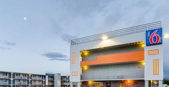 Motel 6 Denver Central - Federal Boulevard - Denver - Building