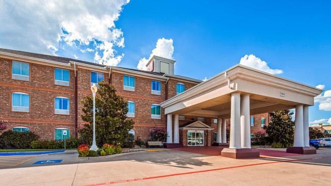 Best Western Plus Waxahachie Inn & Suites - Waxahachie - Building