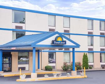 Days Inn by Wyndham Chambersburg - Chambersburg - Building