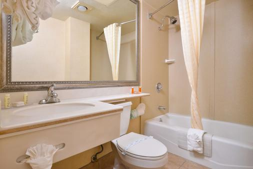 Best Western Hollywood Plaza Inn - Los Angeles - Bathroom
