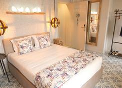 Royal Beach Hostel & Suites - Praia Da Vitoria - Bedroom