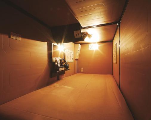Capsule Hotel Anshin Oyado Shinbashi - Tokyo - Bedroom