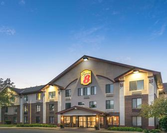Super 8 by Wyndham Bloomington/Airport - Bloomington - Gebouw