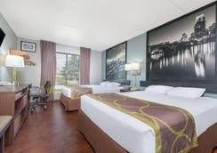 Super 8 by Wyndham Bloomington/Airport - Bloomington - Bedroom