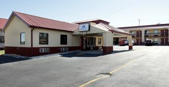 Americas Best Value Inn & Suites Macon At Eisenhower Pkwy - Macon - Building