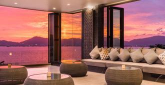 My Beach Resort Phuket - Wichit - Living room