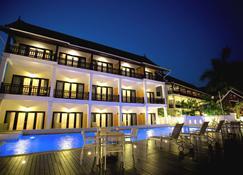 沙那奇奧精品水療飯店 - 龍坡邦 - 建築