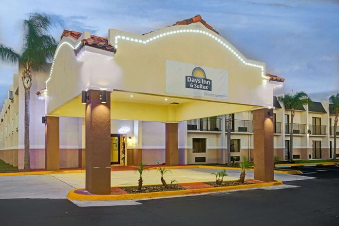 Days Inn & Suites by Wyndham Tampa near Ybor City - Tampa - Building