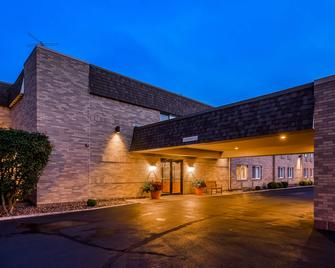 Best Western Inn - Rice Lake - Building