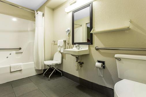 Quality Inn & Suites - Orangeburg - Kylpyhuone