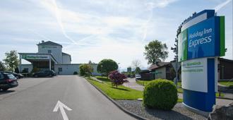 Holiday Inn Express Luzern - Neuenkirch - Lucerna - Edificio