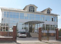Altamira - Karakol - อาคาร