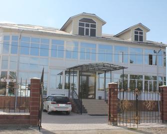 Altamira - Karakol - Gebäude