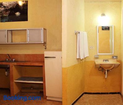 伊利亞諾埃米套房酒店 - 梅利達 - 梅里達 - 浴室