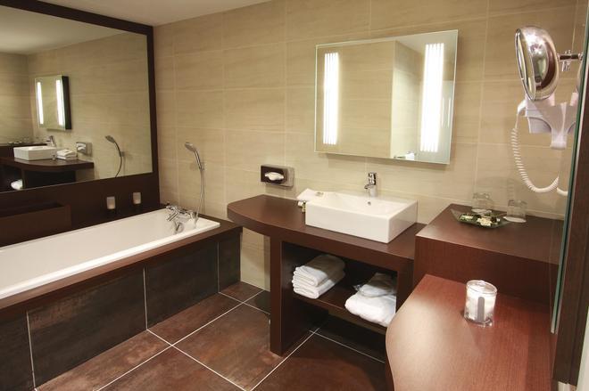 Kyriad Prestige Montpellier - Montpellier - Bathroom