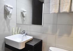Dreamtel Kota Kinabalu - Kota Kinabalu - Bathroom