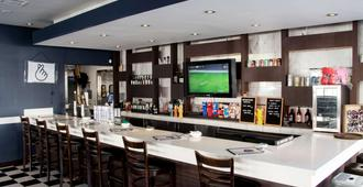 Ramada by Wyndham Los Angeles/Koreatown West - Los Angeles - Bar
