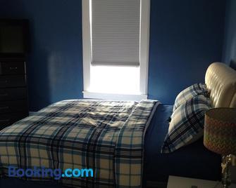 Hova House - Elizabeth - Bedroom