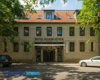 Hotel Három Gúnár - Kecskemét - Gebouw