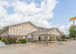 Super 8 by Wyndham Bentonville - Bentonville - Building