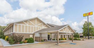 Super 8 by Wyndham Bentonville - Bentonville
