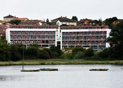 Apartamentos Bahía de Boó - El Astillero - Edificio