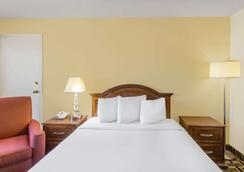 Travelodge by Wyndham Reno Downtown - Reno - Phòng ngủ