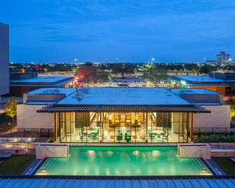 The George - College Station - Pool