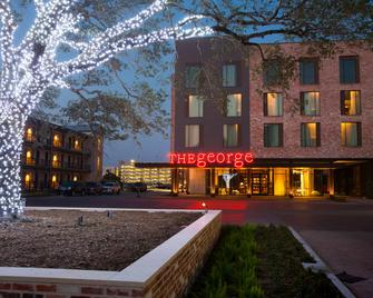 The George - College Station - Building