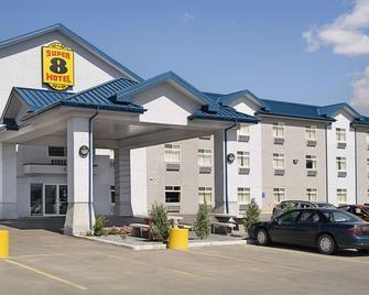 Super 8 by Wyndham Fort Saskatchewan - Fort Saskatchewan - Building