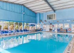 Americas Best Value Inn & Suites Hyannis Cape Cod - Hyannis - Pool