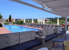 Hotel Pirámide - Pontevedra - Pool