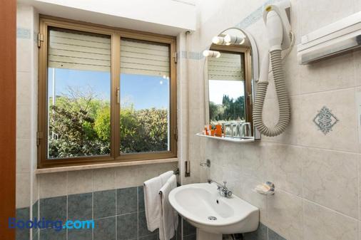 奇緹酒店 - 阿札切納 - 阿爾扎凱納 - 浴室