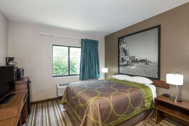 Super 8 by Wyndham Pompano Beach - Pompano Beach - Schlafzimmer