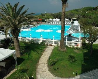 Domizia Palace Hotel - Baia Domizia - Басейн
