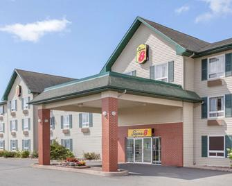 Super 8 by Wyndham Truro NS - Truro - Gebouw