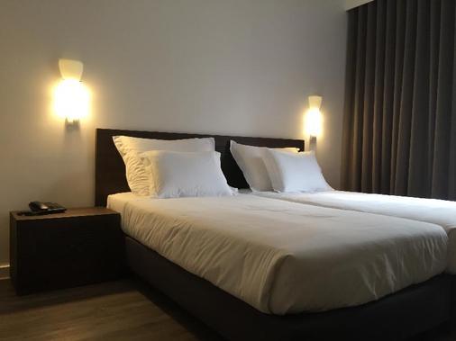 Hotel Euro Moniz - Porto Moniz - Schlafzimmer