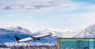 Fairmont Vancouver Airport In-Terminal Hotel - Richmond - Outdoor view
