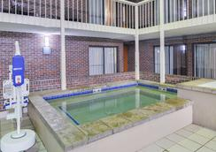 Best Western Kelly Inn - Yankton - Pool
